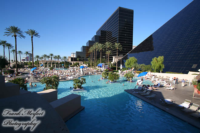 Swimming Pool des Hotels Luxor in Las Vegas